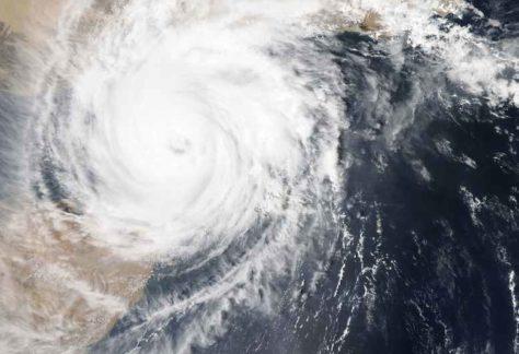 Ruimtefoto met bovenkant orkaan, met midden in het oog van de storm