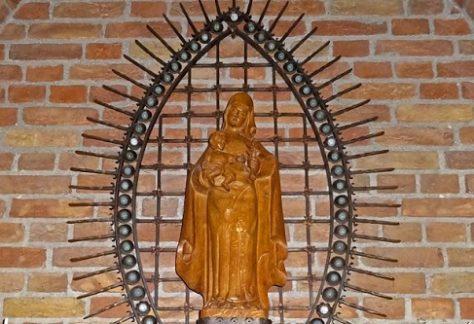 Mariabeeld in linkerzijbeuk Dominicuskerk