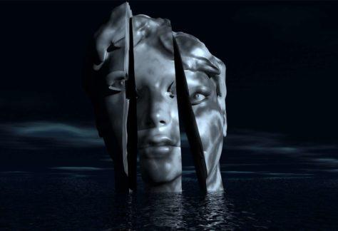 Beeldhouwwerk in de vorm van een in drie stuken gezaagd metaalachtig hoofd obven wat
